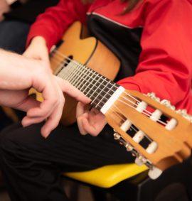 Atelier guitare enfant - Atelier Gaumais - Halenzy