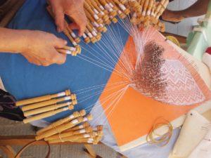 Atelier piquées de dentelle - Atelier Gaumais - Halenzy